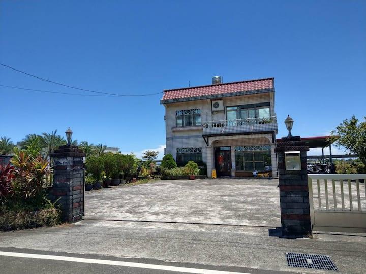 宜蘭礁溪  瑪僯100民宿,14-24位包棟,大庭院大客廳餐廳 6房附早餐,可烤肉歡唱麻將,近國五。