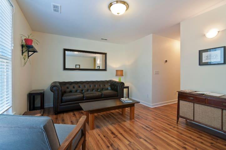 Comfy and Convenient Southside 2 Bedroom Apartment