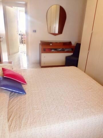 Camera in appartamento a Terracina