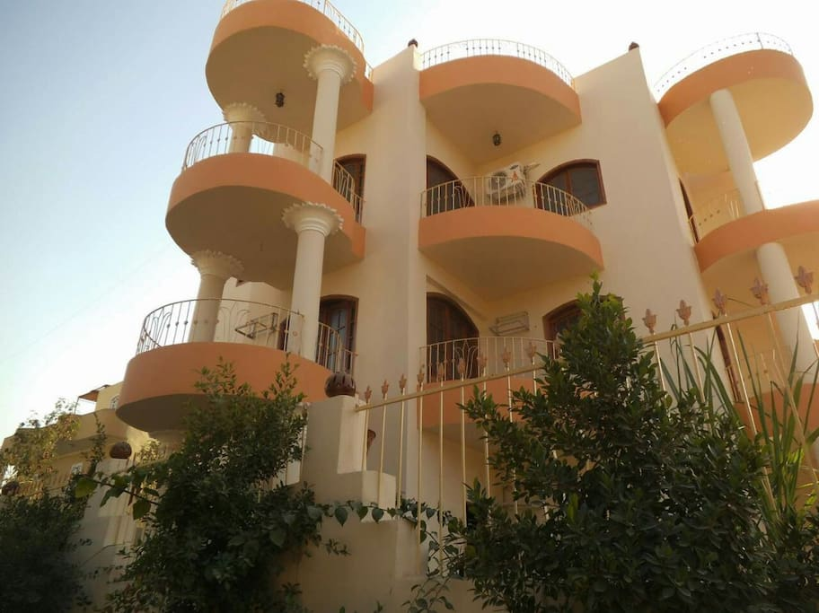 Guest house of 6 apartments, with a swimming pool in the yard