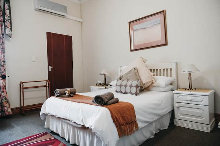 Karoo Ouberg Guest Lodge - Family unit