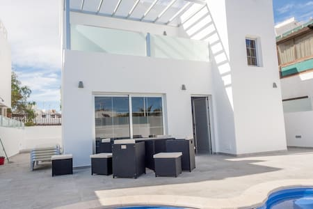 Brand new 8 person House/Villa in the heart of PDC - Tías