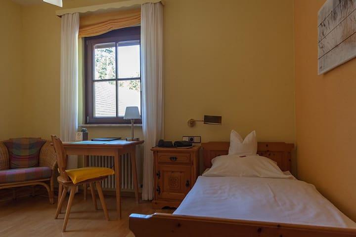 Hotel Sarbacher, (Gernsbach), Einzelzimmer mit Dusche und WC