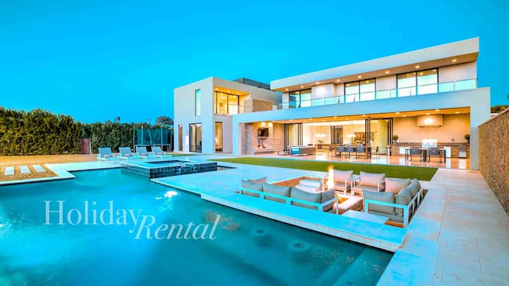 Stunning Modern Mansion w/ Beautiful Backyard!