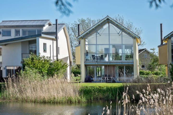 Puffin House, Luxury Spa, Private Hot Tub, Pet Friendly, Family Friendly, Lower Mill Estate