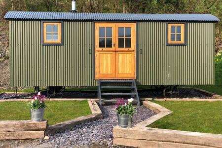 Brondel Luxury Shepherd's Hut