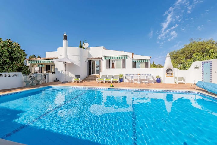 3 bed villa, private pool and close to beach