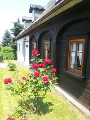"""Historisches Ferienhaus """"Wünsche-Häusl"""" im Naturpark Zittauer Gebirge"""