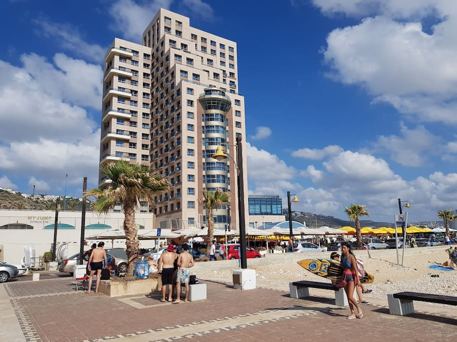 The Beach & Hotels (5-7min Walk)