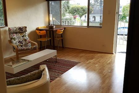 2 BED BEAUTIFUL FULLY FURN, PEACEFUL QUIET STREET - Dianella - Wohnung