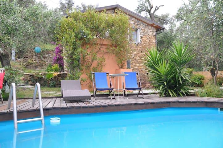 Natursteinhäuschen mit Garten und kleinem Pool - Costa Carnara