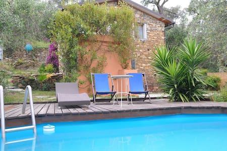 Natursteinhäuschen mit Garten und kleinem Pool - Costa Carnara - Σπίτι