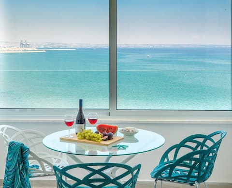 Luxury Penthouse Suite-1 BR, Central, Seafront