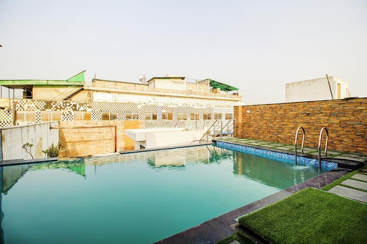 Vibrant Sumptuous Stays in the City of Taj Mahal with Swimming Pool