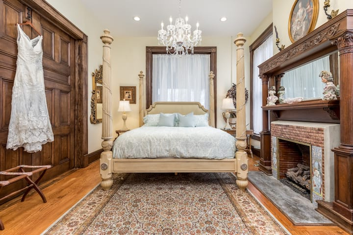 ★ 7 Lux King Beds ★ Walk to Downtown ★ Regal ★