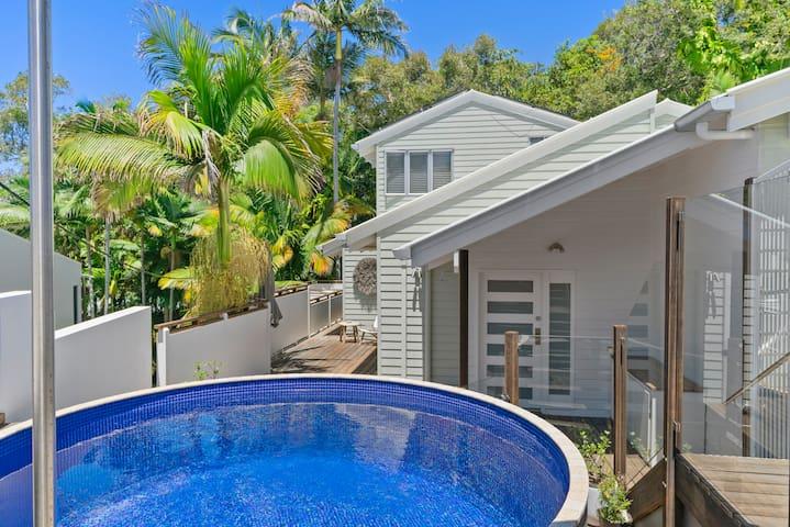 NEW Sunshine Beach Oasis w pool~ near beach cafes
