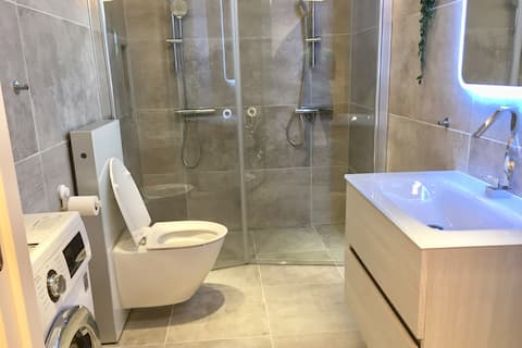 Extraordinary Apartment With Double Shower