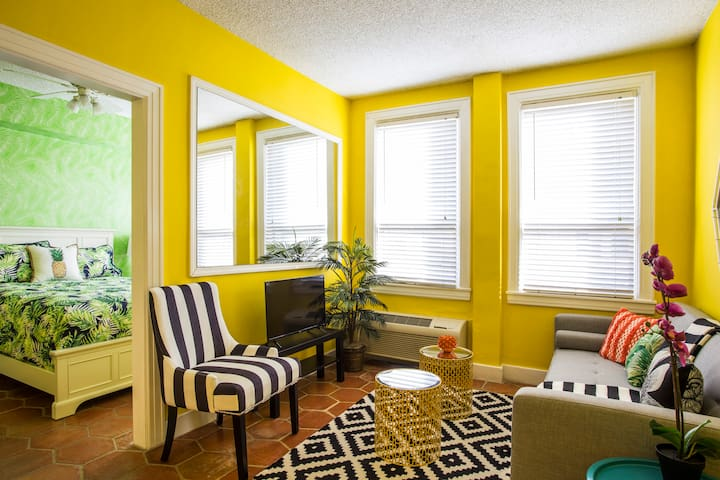 Newly Renovated Deluxe Suite Sleeps 3, Unit#2247