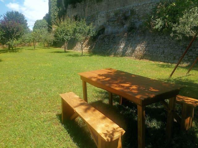 area picnic nel giardino