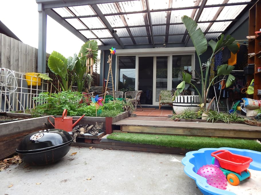 Vege patch, kid's sandpit, back deck and fire pit opens to a protected laneway