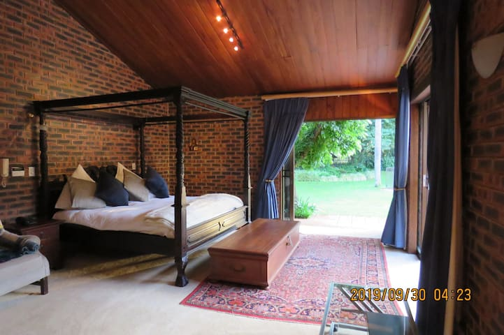 Central Bryanston lock up 'n go -  private suite