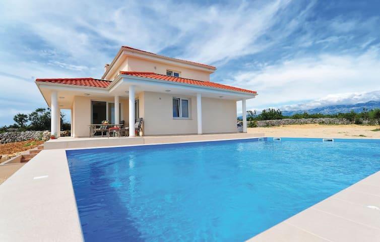 Villa Novalja_Katarina