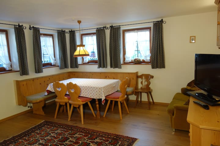 Tyrolean Apartment for 4-5 near Arlberg