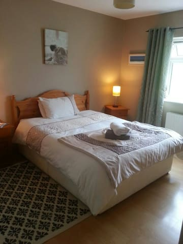 Large double ensuite room in scenic location - Westport - Dom