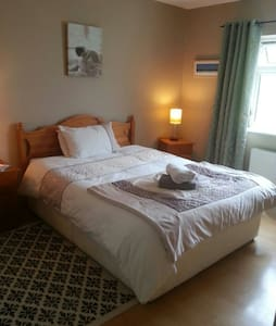 Large double ensuite room in scenic location - Westport