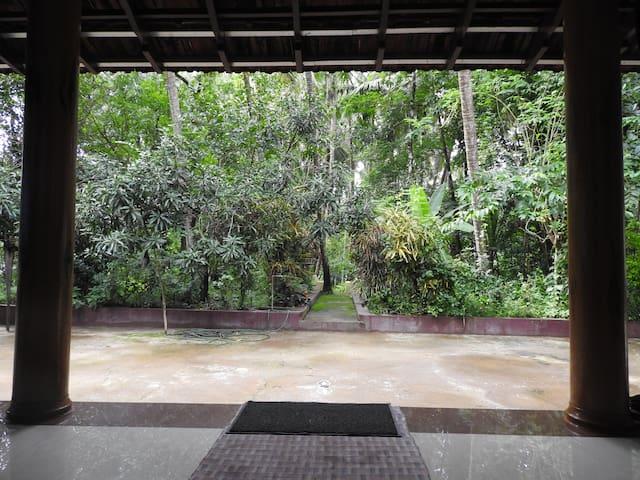 Arayidath Tharavadu Heritage Homestay