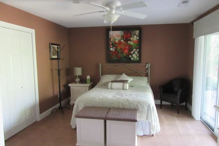 Lakefront Suite in Tellico Village near Loudon, TN - Loudon