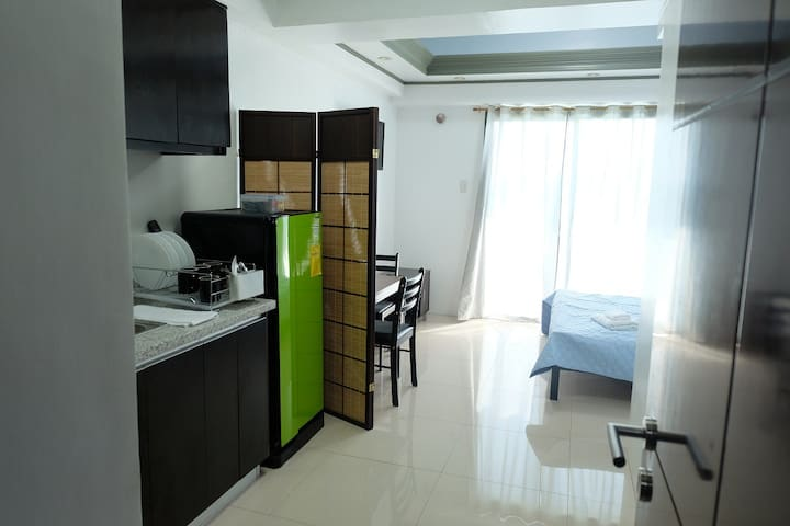 Cozy Studio Unit w/ balcony - City Suites, F Ramos