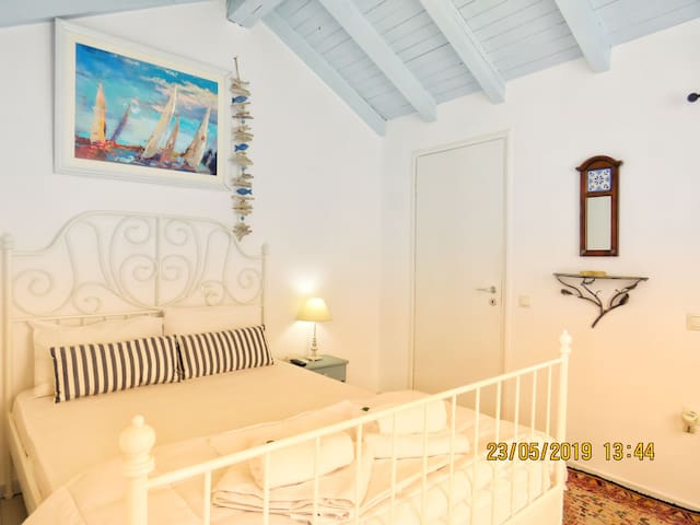 N2. BEAUTIFUL ROOM WITH PRIVATE TERRACE (2nd Floor