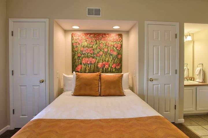 Beautiful 1 Bedroom Overlooking Golf Course
