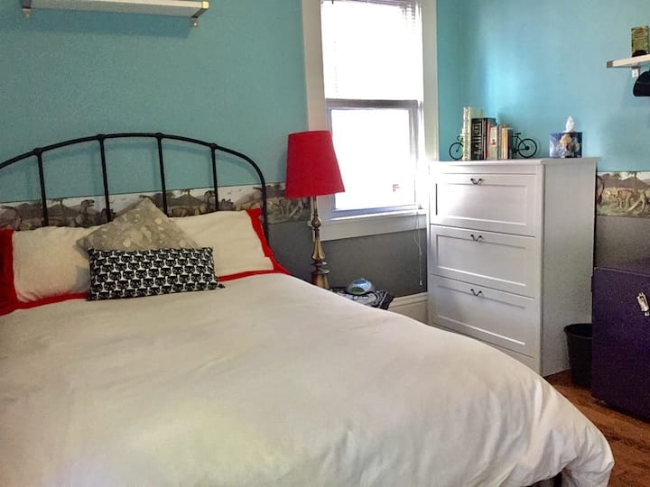 Cat B&B - Private room & bathroom in South Mpls