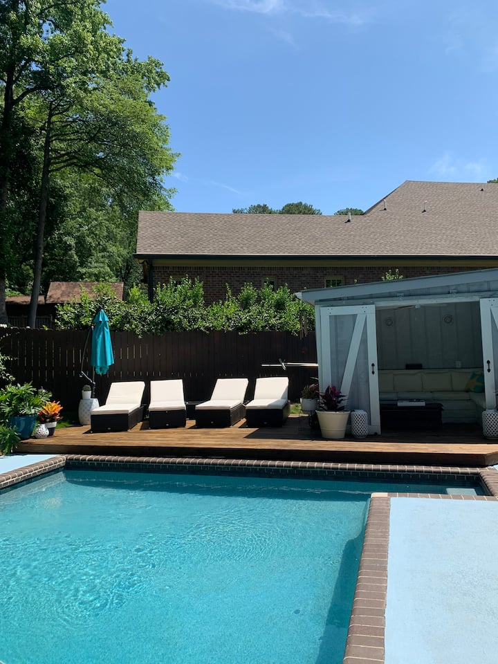 Private pool w/bathroom for hourly rental!