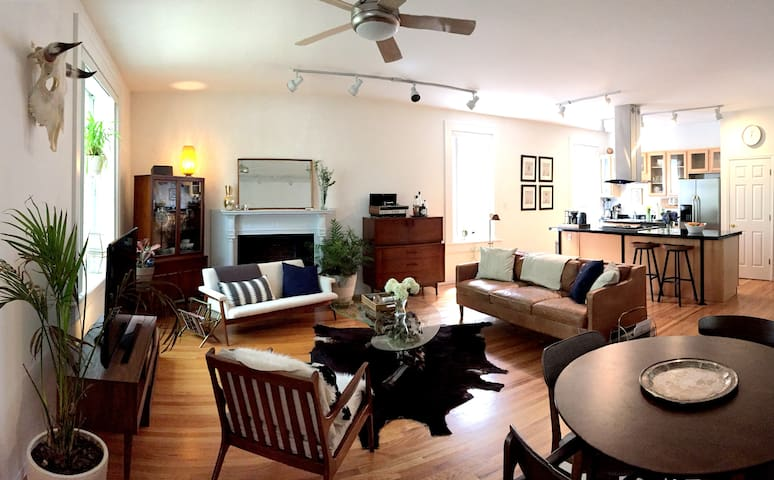Mid Century Modern Flat in CWE by the Basilica - St. Louis - Appartement en résidence