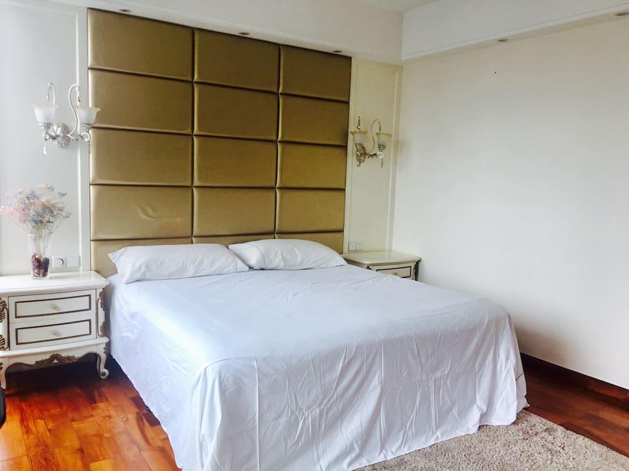 大床+床头柜