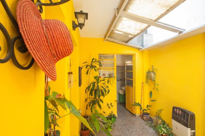 Amplia habitación con sala de estar - Buenos Aires - Apartamento