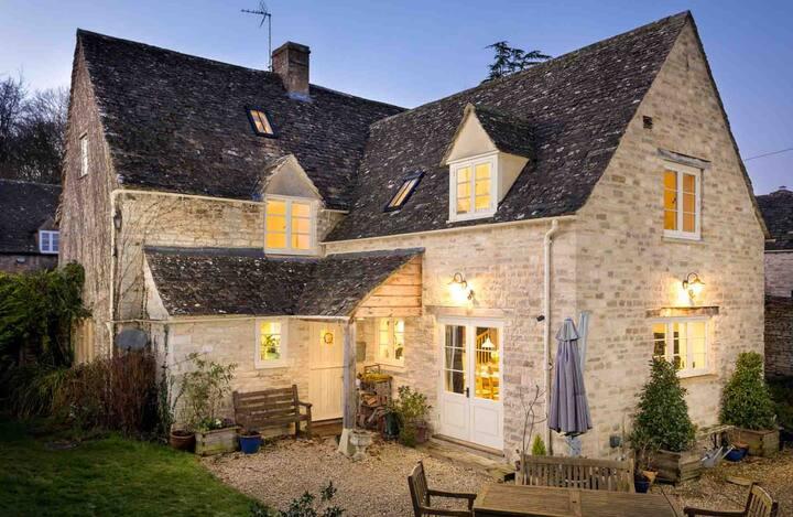 Barnsley Cottage, Barnsley