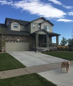 Comfy Queen - DIA 1.5 miles from RTD train station - Aurora - Casa