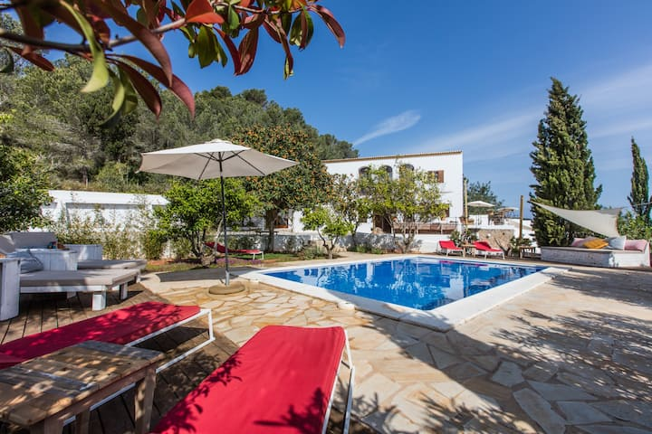 Can Rosa Ibiza, private pool, 10 mins to the beach