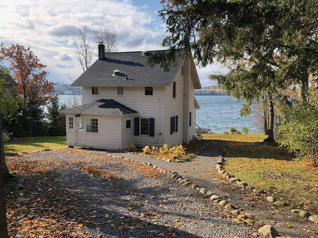 Skaneateles Cottage on the Lake!
