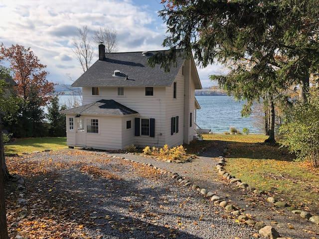 Skaneateles Cottage on the Lake!