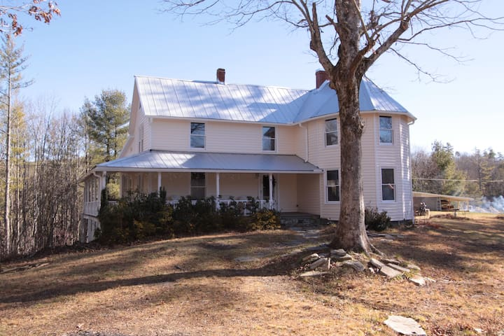 Completely renovated historic Wiseman House - Linville Falls - House
