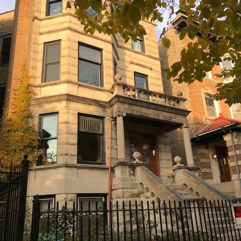 Stylish Studio in Historic Logan Square