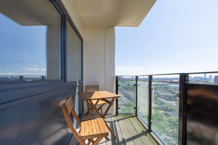 SPACIOUS APARTMENT WITH BALCONY AND LIFT ACCESS