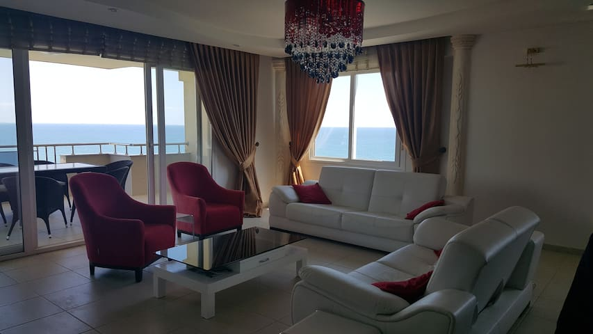 Big flat with aquapark and beautiful view - Mezitli - Apartemen