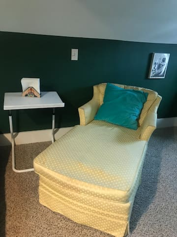 Chaise lounge w/computer stand