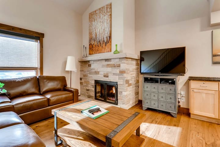 Luxury Vail 1 Bedroom + Loft, Ski-in/Ski-out, Mountain View, Hot Tub, Pool